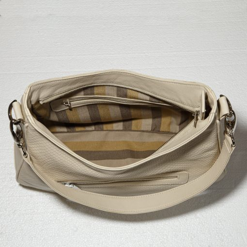 Hobo bag interior with lining and pockets